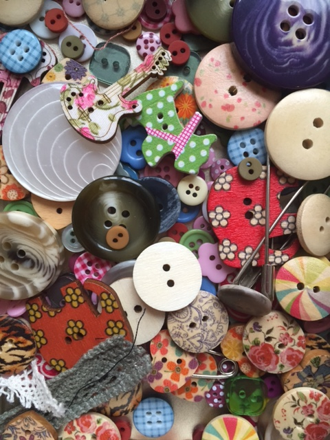 Textile brooches – learning new skills